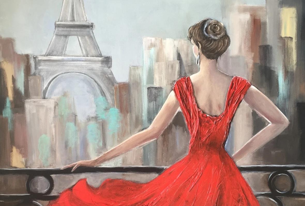 žena v červené