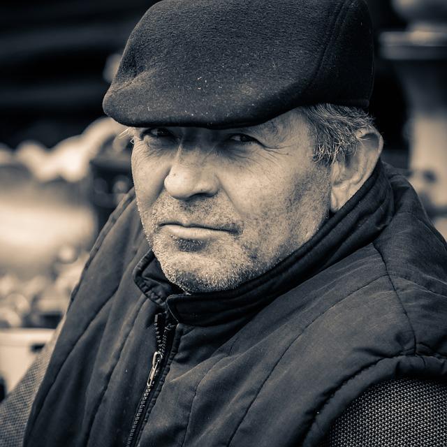 muž s čepicí