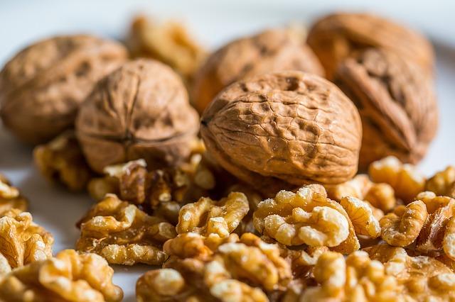rozpůlené ořechy