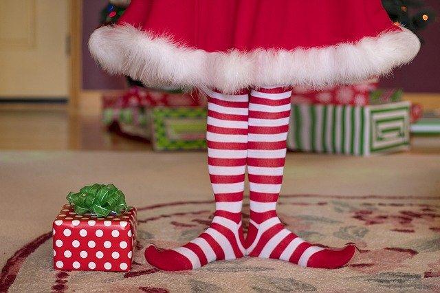 Veselé ponožky pod stromečkem