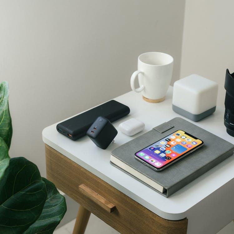 stolička věci telefon